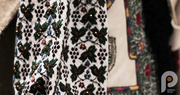 Вишитий рукав жіночої весільної сорочки