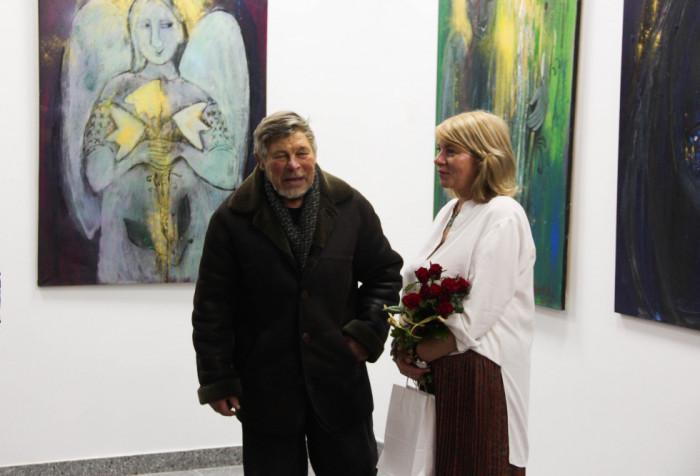 Микола Головань вітає Тетяну Мялковську з відкриттям виставки