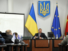На чолі засідання - міський голова Ігор Поліщук