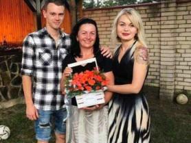 Флешмоб до Дня матері у Боратинській громаді: мешканки поділилися зворушливими фото