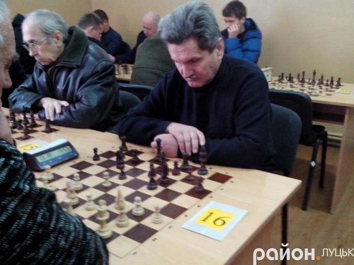 Змагання з шахів у клубі «Біла тура»