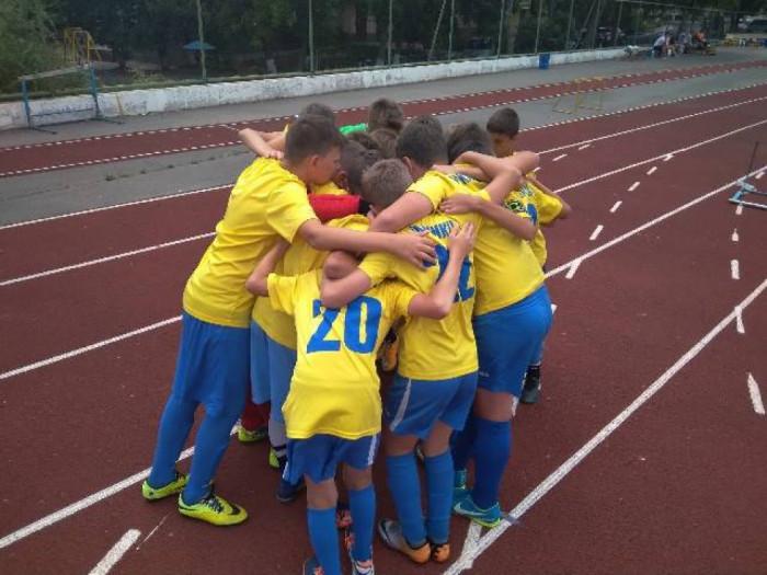 Радість луцьких хлопчаків після забитого гола у одному з групових матчів