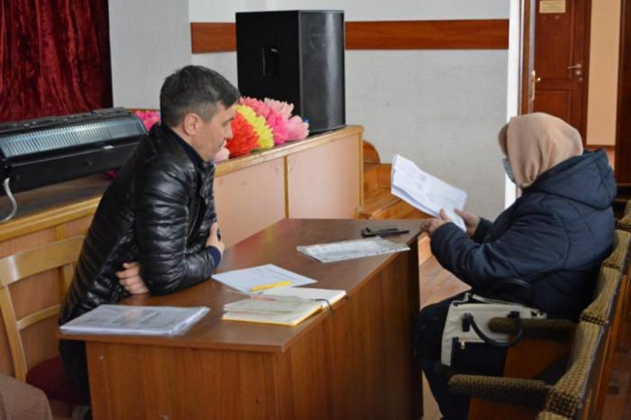 Депутати сільрад нечасто проводять прийоми громадян, хоча це їхній обов'язок. В'ячеслав Разумовський вирішив не дотримуватись цієї «традиції» і регулярно проводить прийоми (10 березня 2021 р.)