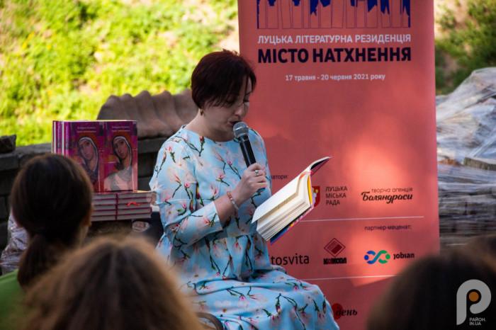 Катерина Калитко зачитує вірші