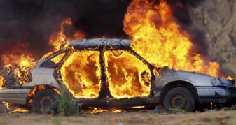 У Луцьку вогонь пошкодив автівку