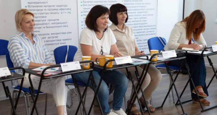 Спеціалістки управління Людмила Носкова та Руслана Кошелюк пройшли навчання за програмою «Базові навички медіатора»