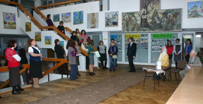 Презентація виставки живопису Віктора Швеця у 2014 році. Фото з блогу відділу літератури з питань мистецтв