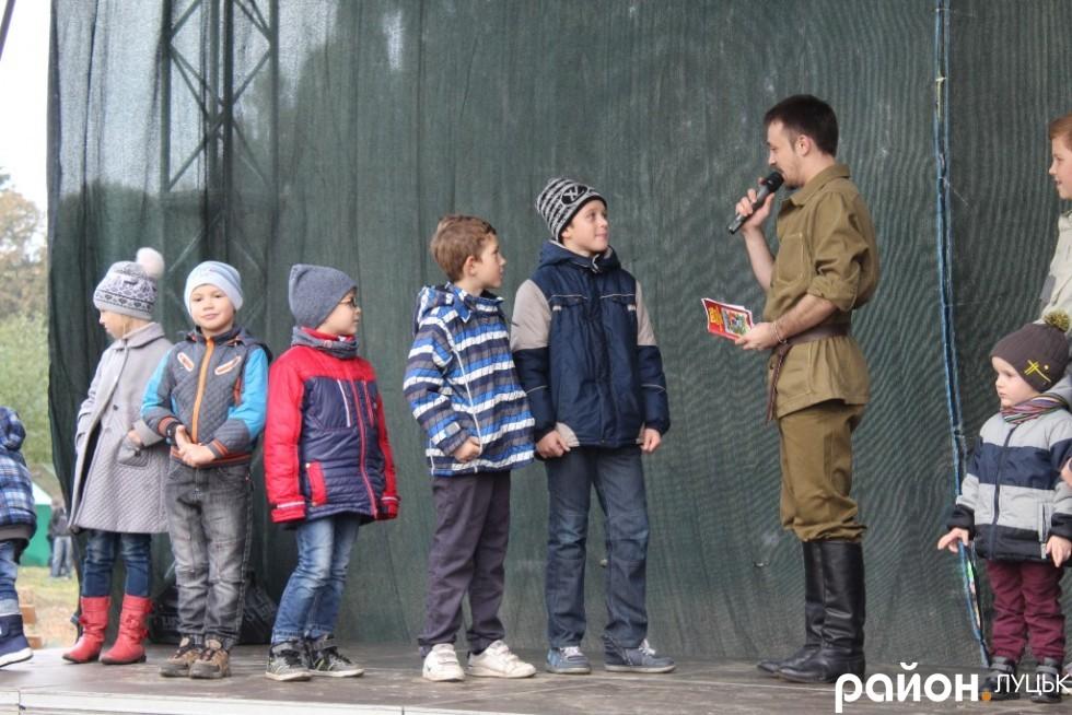 Для дітей на території зоопарку влаштували шоу-програму