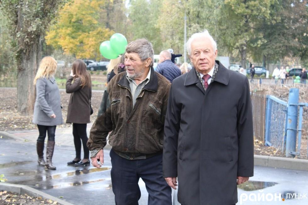 Луцький скульптор Микола Головань (зліва)