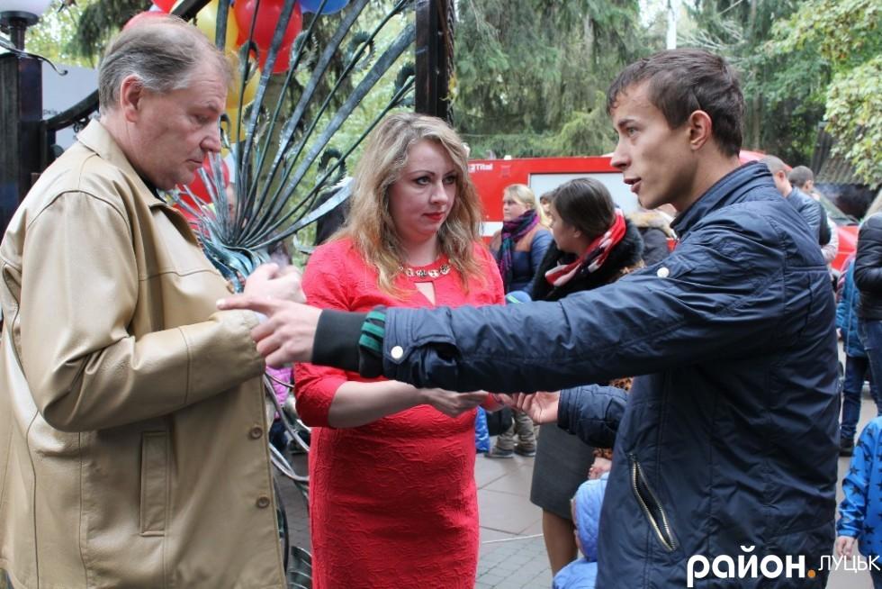 Людмила Денесенко особисто зустрічала гостей зоопарку та перевіряла вхідні квитки