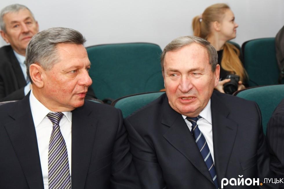 Екс-мер Антон Кривицький (справа) також завітав на перше засідання Луцької міської ради 7-го скликання