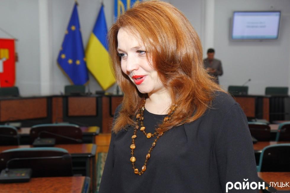 Депутат від Самопомочі Алла Надточій на сесію прийшла у вишуканій сукні