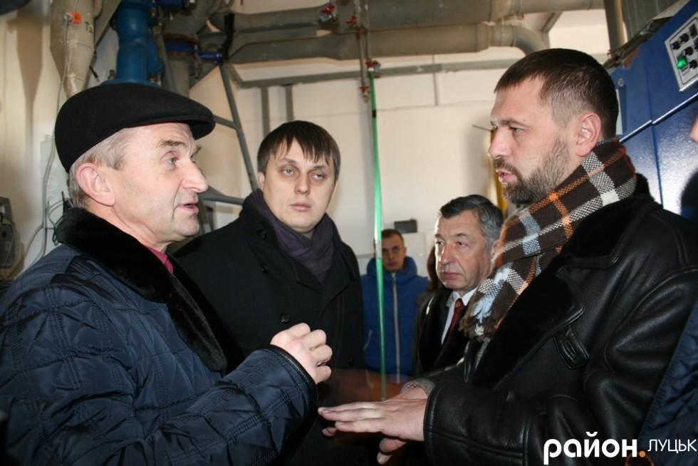 Депутати розмовляють із головним інженером