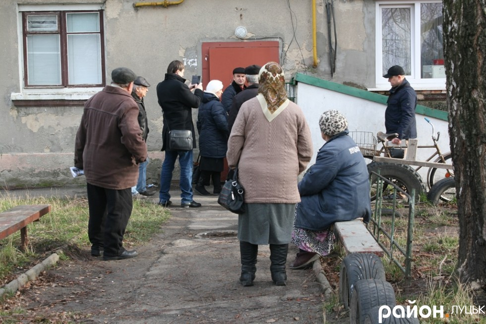 Мешканці на Тарасова, 41 просять допомоги у депутатів