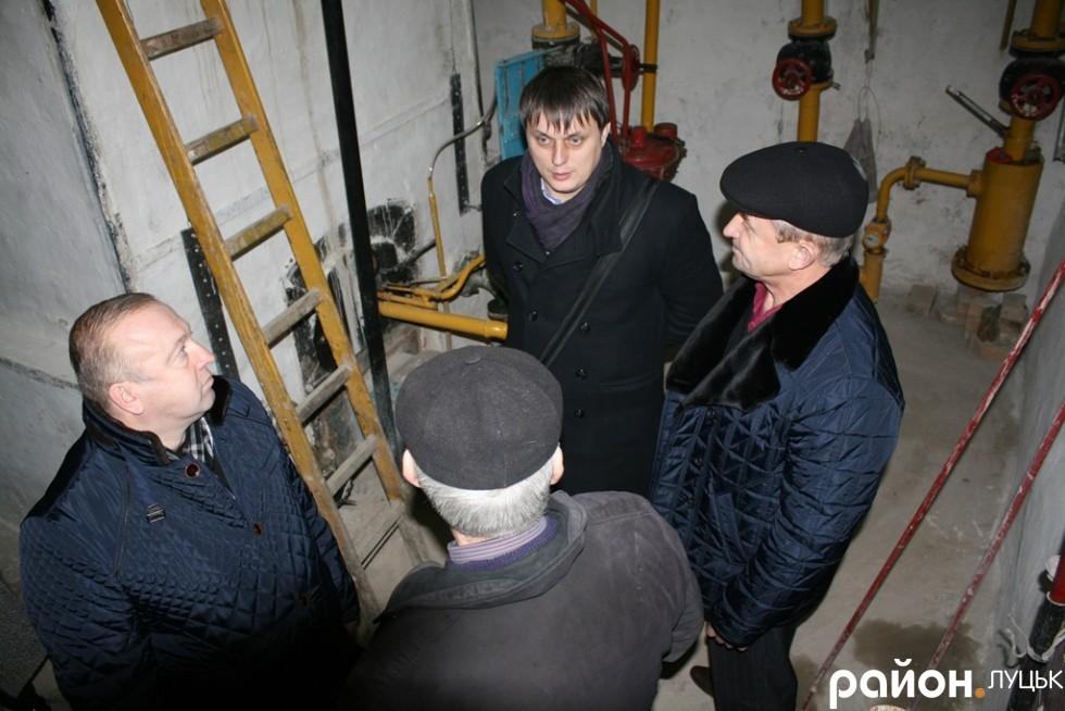 Депутати в котельні на Тарасова, 41