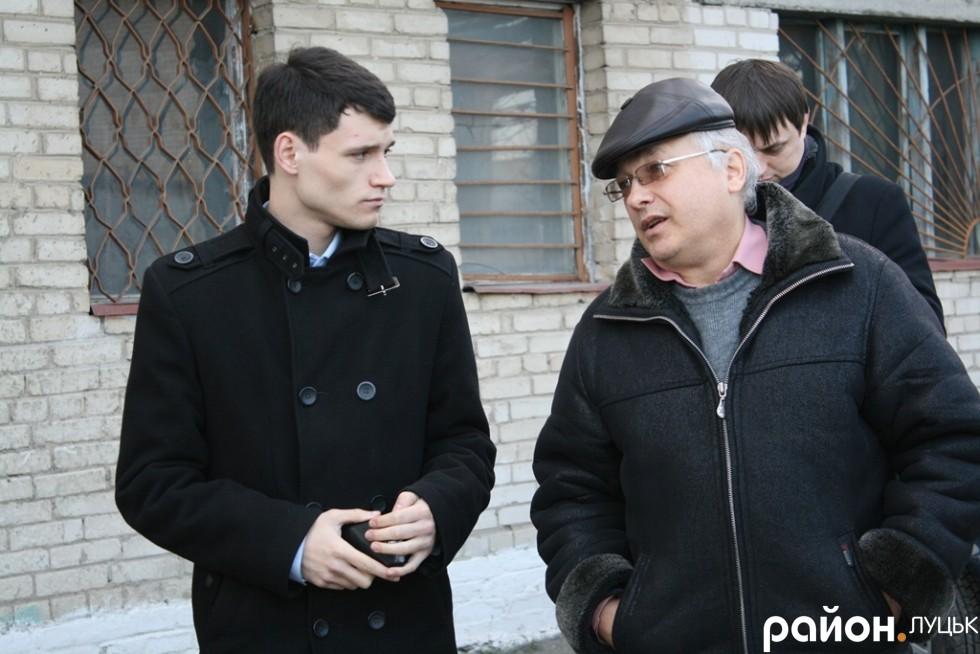 Депутат міськради Олександр Лазука (зліва)