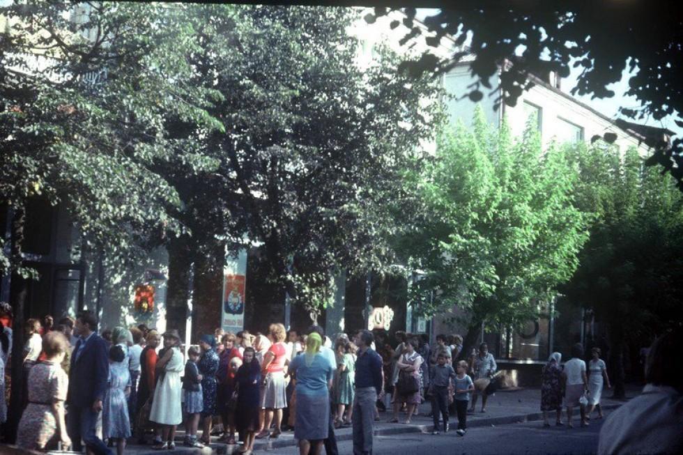 1985 рік, вул. Радянська. Черга!