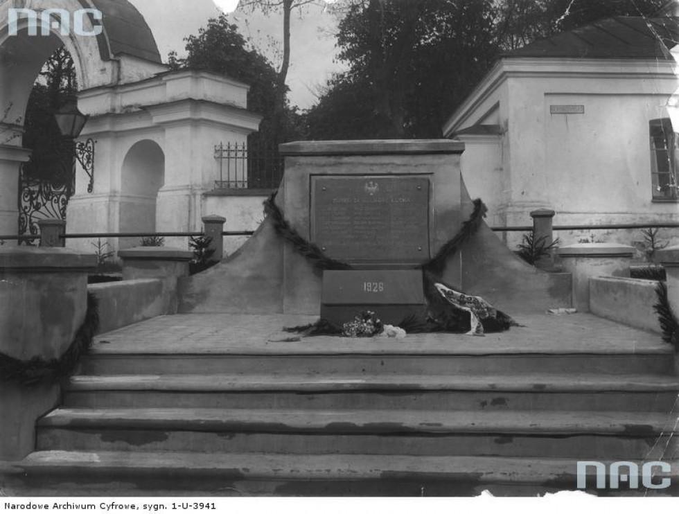 Пам'ятник полеглим у 1919 роках. Елементи огорожі лишилися донині