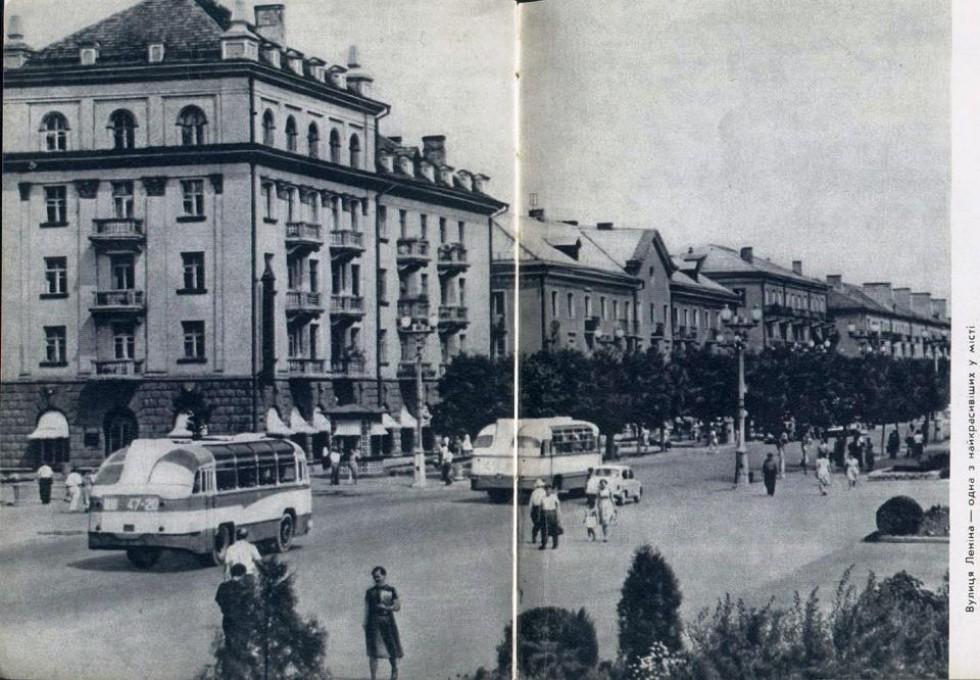 вул. Леніна. Зліва магазин