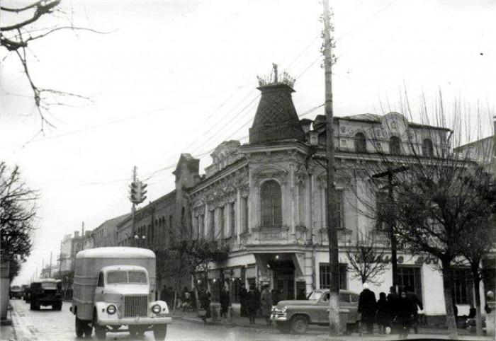 Автомобільний рух по вул. Радянській