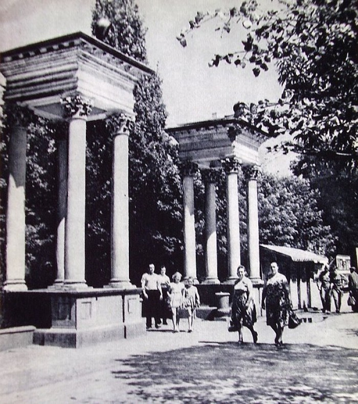 Вхід до парку на місці сучасного Театрального майдану