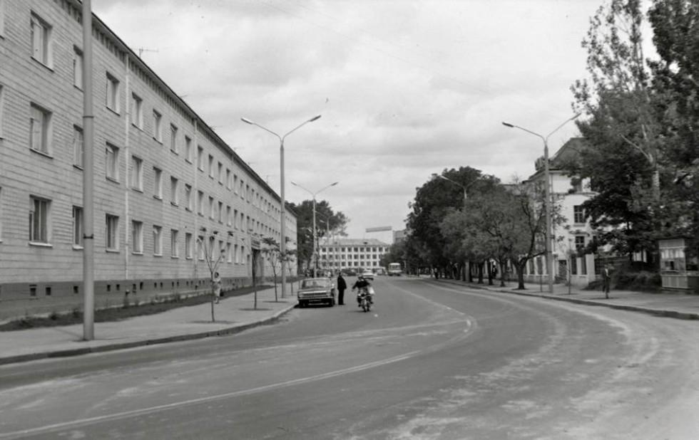 Шопена навпроти краєзнавчого музею. Фото 1970-х років