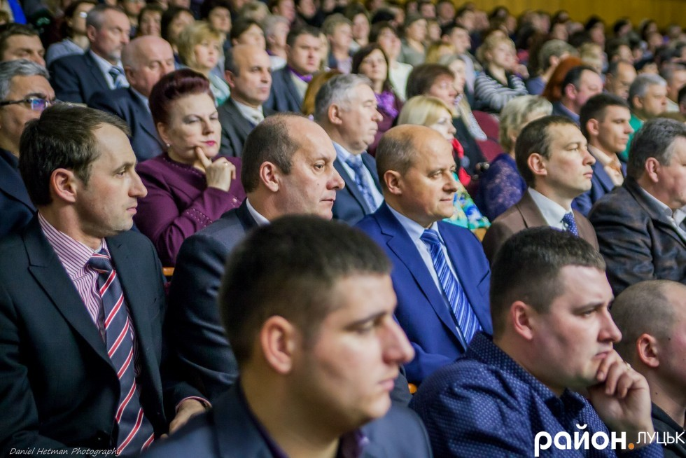 Заступники міського голови слухали звіт пліч-о-пліч: Сергій Григоренко (зліва), Андрій Киця (другий зліва), Юрій Вербич (другий справа) та Юрій Моклиця (справа)