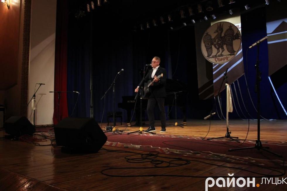 Музикант Вова Гейзер виконав у Луцьку «гімн АТО» - пісню «Браття українці»