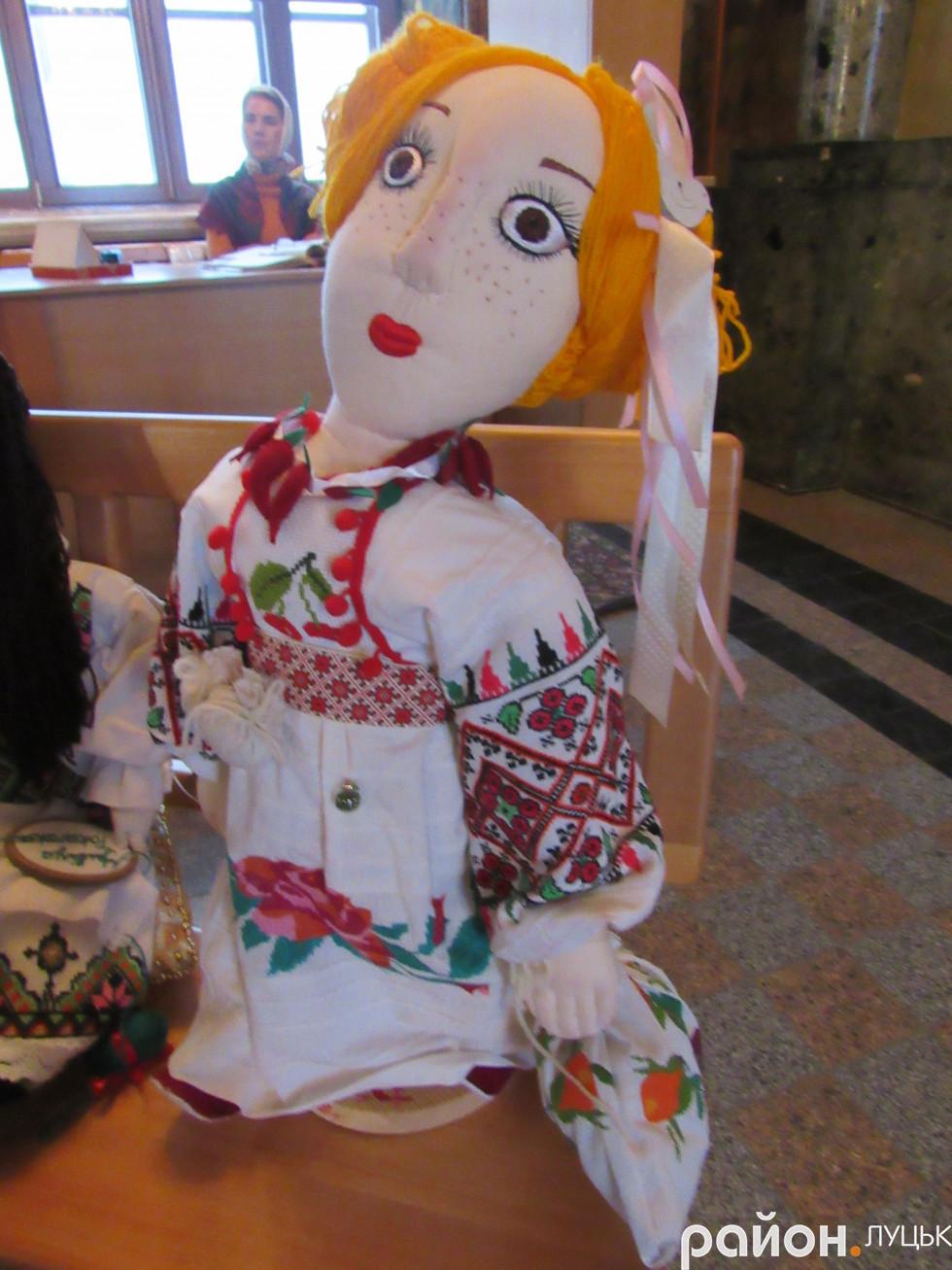 Лялька, зроблена руками луцької майстрині