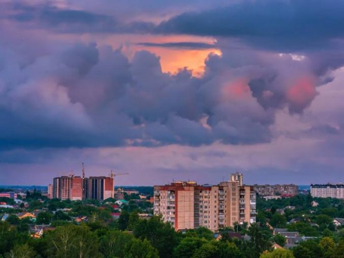 Вечірнє небо над Луцьком