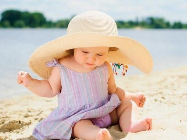 Дитина на луцькому пляжі