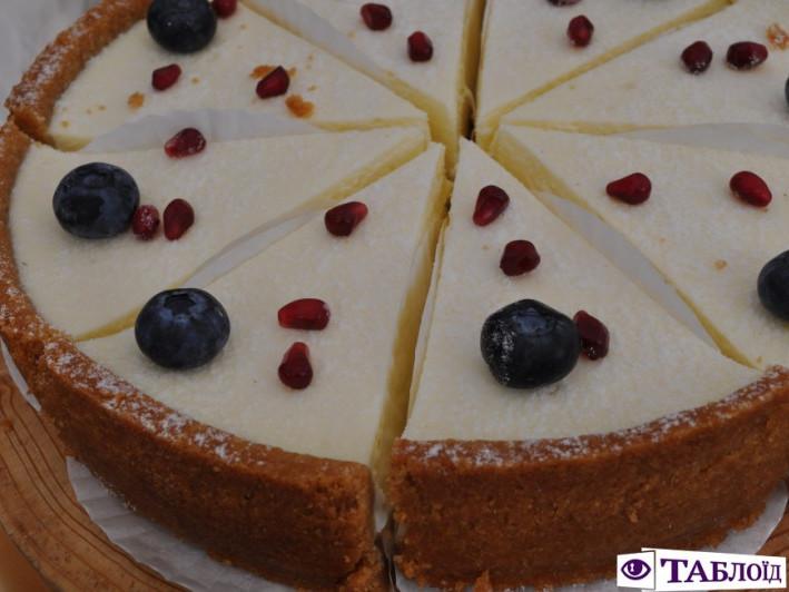 ВІдвідувачі фестиваль мали можливість скуштувати торт