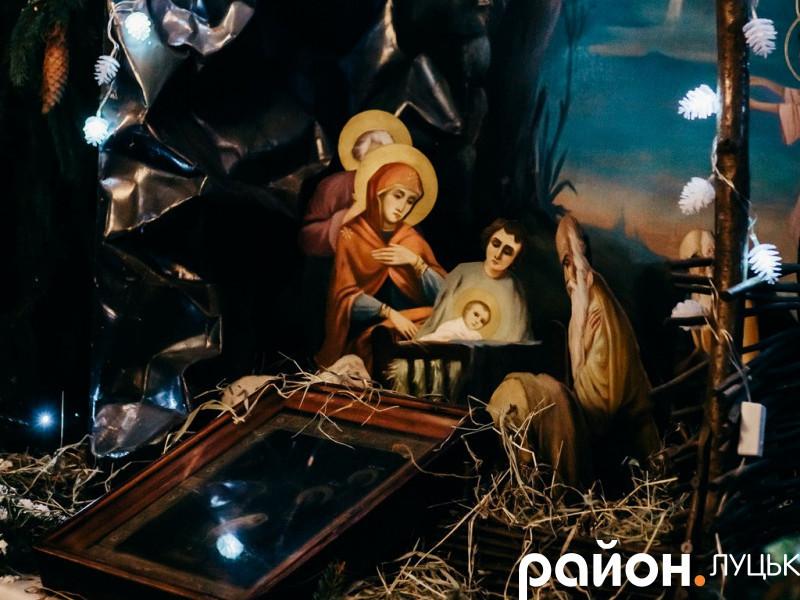 Як у Луцьку зустріли Різдво: фото зі святкової служби в соборі Святої Трійці