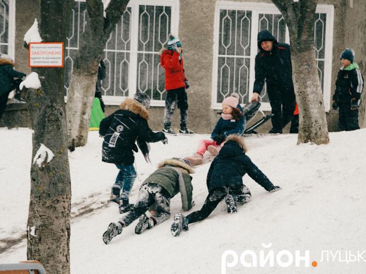 Як лучани тішаться сніжній погоді