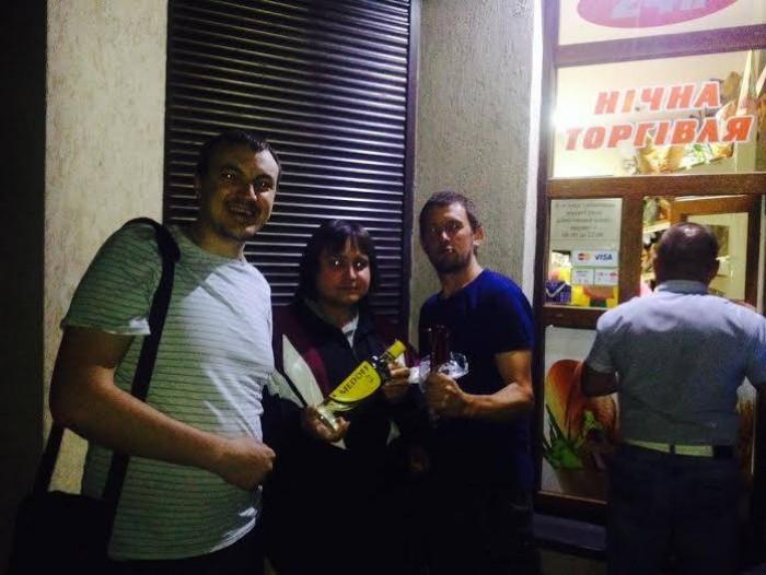 «Самооборонівці» біля магазину підприємця Пархомчука