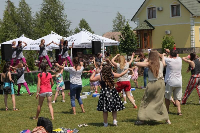 Танці з фітнес-клубом ФітКьорвс