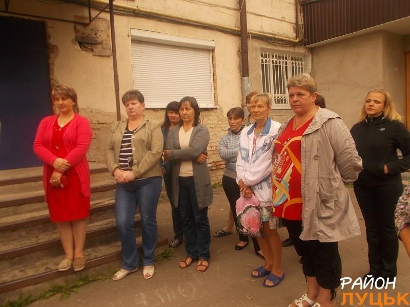 Мешканці підтримали Олену Голєву і попросили, щоб вона допомогла їм приватизувати будівлю