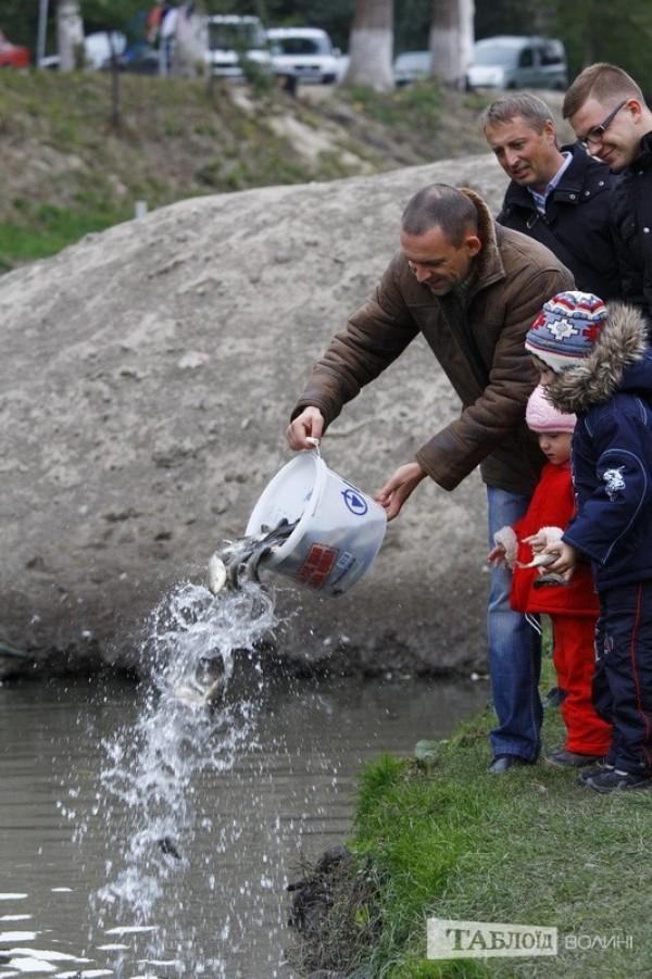 Дитячий інтерес зрозумілий: на далекі озера їздити їм ще рано