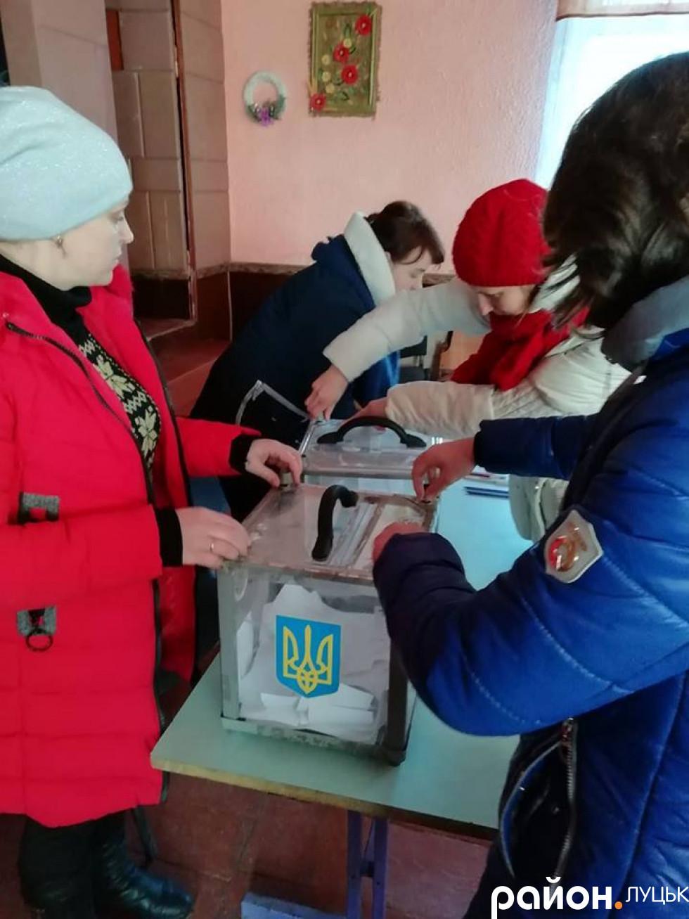 Збори громади села Озеряни та голосування за перехід в ПЦУ