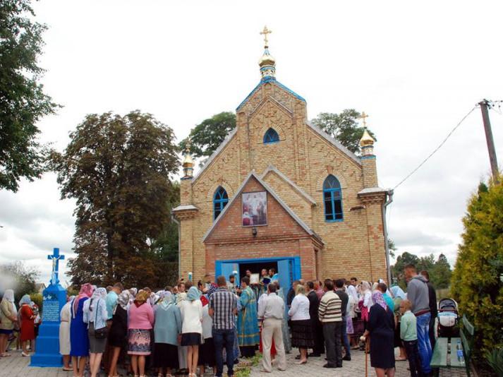 Свято-Успенський храм в селі Озеряни (фото зроблене в серпні 2017 року)