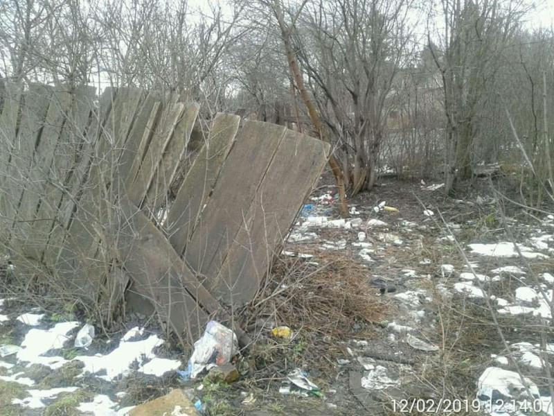занедбаний стан земельної ділянки по вул. Дубнівська,46