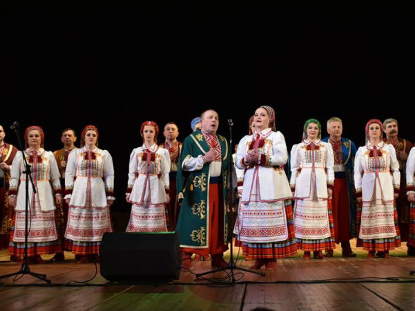 У Луцьку нагородили артисток Волинського народного хору