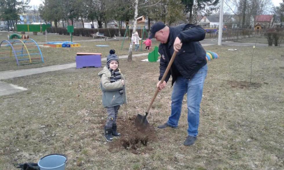 Ідею створити сад реалізуваливихователі, діти та їхні батьки