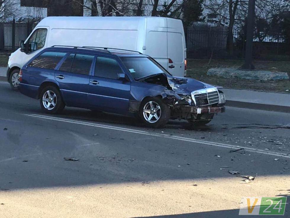 Авто зазнало значних механічних пошкоджень