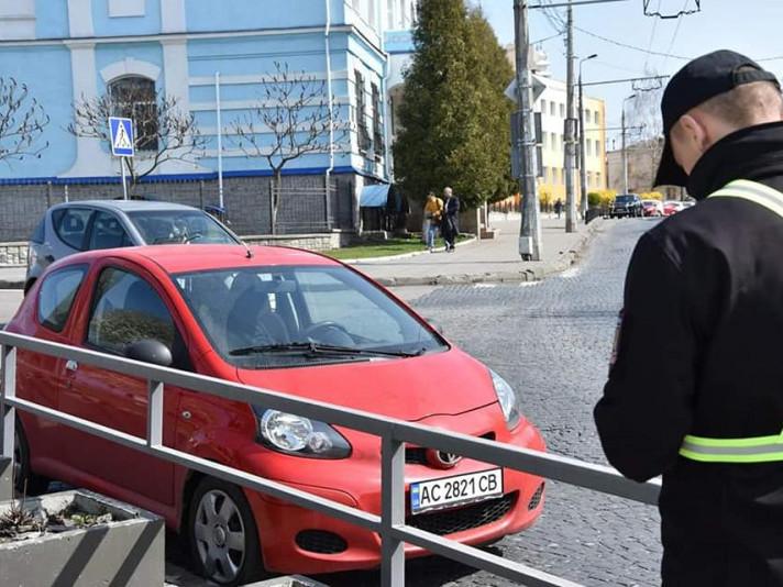 у Луцьку працюють інспектори з паркування