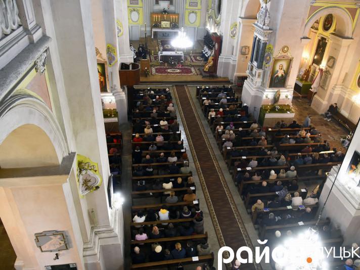 Великдень в костелі святих апостолів Петра та Павла