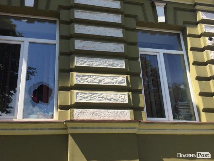 Побиті вікна у прокуратурі