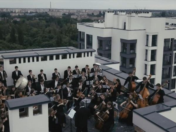 Оркестр на даху «Супернової»