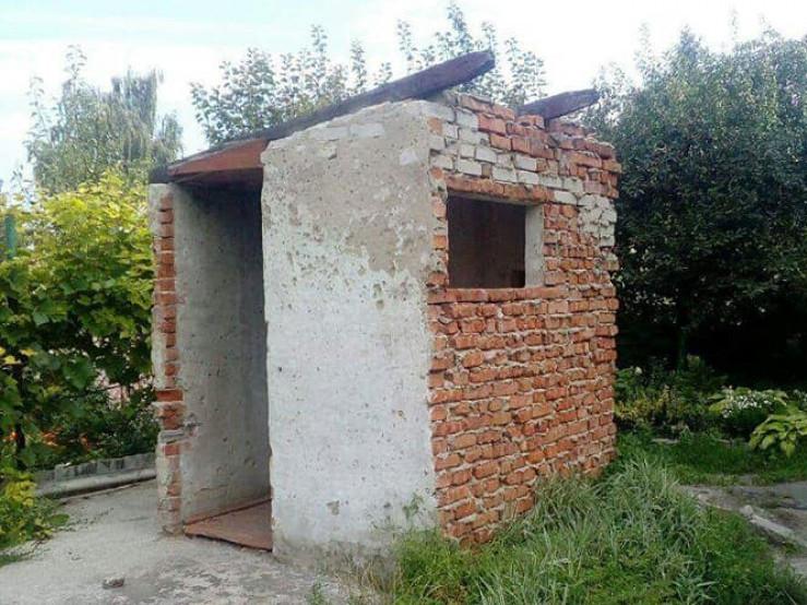 Муніципали знеслина незаконні споруди в Луцьку
