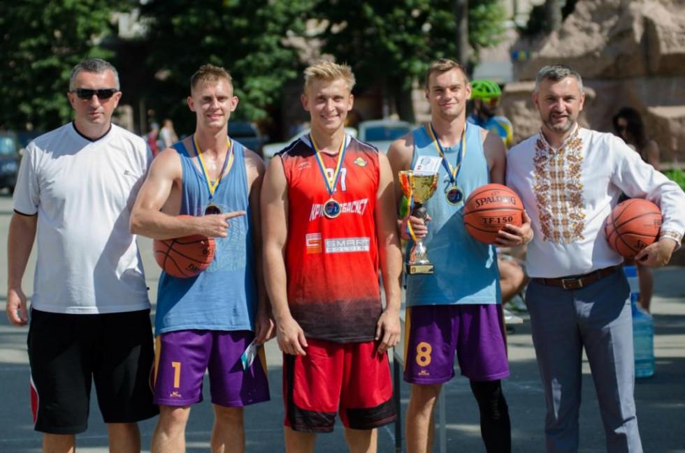 Переможці та призери турніру отримали кубки, медалі та м'ячі